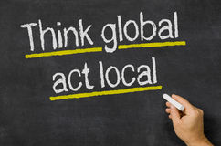 Pensi globale - locale di atto Fotografia Stock