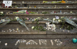 Pensieri su una parete circa il bombimg di Parigi Fotografie Stock
