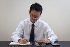 Pensiero asiatico dell'uomo di affari Immagine Stock Libera da Diritti