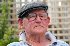 Pensiero dell'uomo anziano fotografia stock