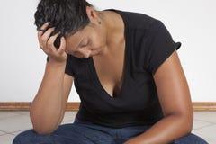 Pensiero della donna di colore Immagini Stock Libere da Diritti