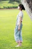Pensiero della ragazza di estate dell'Asia Fotografia Stock Libera da Diritti