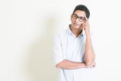 Pensiero serio maschio indiano di affari casuali Fotografie Stock Libere da Diritti