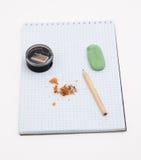 Pensil op het notitieboekje stock afbeeldingen