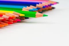 Pensils multicolores en el Libro Blanco De nuevo a escuela Fotos de archivo libres de regalías