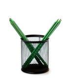 Pensils verts dans le support. Foyer sélectionné sur le dessus. Photo libre de droits