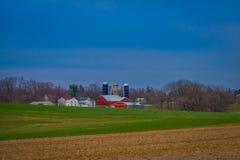 Pensilvânia, EUA, ABRIL, 18, 2018: Opinião de Oudoor da exploração agrícola típica de Amish no Condado de Lancaster em Pensilvâni imagem de stock
