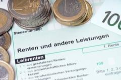 Pensioenbelastingaangifte stock foto's
