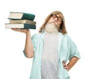 Pensionär i exponeringsglas som lyfter böcker, gamal mankunskapsutbildning Arkivfoto