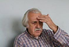 Pensionär/Kopfschmerzen Stockbild