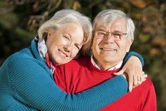 Pensionären kopplar ihop Royaltyfria Bilder