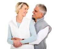 Pensionären kopplar ihop att se Arkivfoton