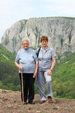 Pensionärer på en gå dag Royaltyfri Fotografi