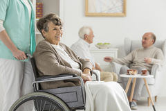 Pensionärer på gillestuga Arkivbilder