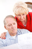 Pensionärer: Parrubbning på beloppet av räkningar Arkivbild