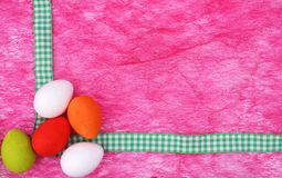 Pensionante d'angolo variopinto delle uova di Pasqua Fotografia Stock Libera da Diritti