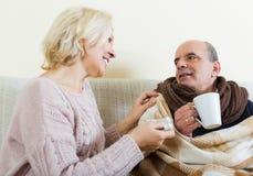 Pensioneer不适在家 库存照片