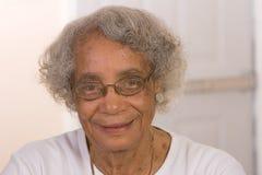 Pensionierte Afroamerikaner-Frau lizenzfreie stockbilder
