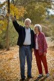 Pensionierte Paar-Zusammengehörigkeit Stockfotos