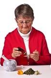 Pensionista que toma gotas herbarias Fotografía de archivo libre de regalías