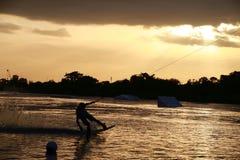 Pensionnaire de sillage au coucher du soleil Photo stock