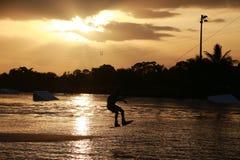 Pensionnaire de sillage au coucher du soleil Photographie stock libre de droits