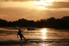 Pensionnaire de sillage au coucher du soleil Photographie stock