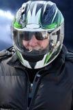Pensionär med motorcykelhjälmen Fotografering för Bildbyråer