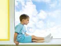 Pensive kid and sky Royalty Free Stock Photos