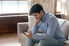 Free Pensive Man Read Message On Cellphone Thinking Royalty Free Stock Image - 184926806