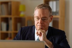 Pensive senior businessman Royalty Free Stock Photos