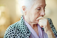 Pensive senior woman Royalty Free Stock Photos