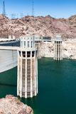Penstock возвышается запруда Hoover, Аризона, Невада, США стоковые фото