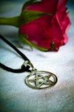 Pentagram und Liebe Stockfotografie