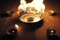 Pentagramma bruciante sul piatto d'acciaio fotografia stock libera da diritti