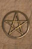 Pentáculo de cobre amarillo/Pentagram Imagenes de archivo