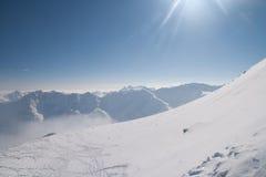 Pente de Freeride dans les Alpes Photographie stock libre de droits