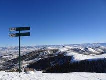 Pente de ski de diamant noir images stock