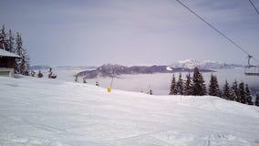 Pente de ski et ascenseur de chaise chez Tarvisio, Italie Images libres de droits