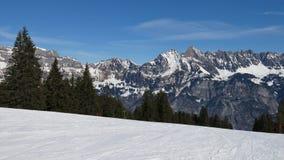 Pente de ski et vue du Churfirsten Photographie stock