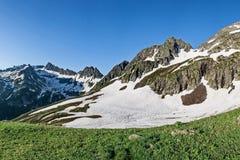 Pente orientale de canyon de la chaîne de Sikhote-Alin Sikhote Alin, un pays montagneux en Extrême Orient images stock