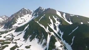 Pentes de chaîne de montagne de Vachkazhets banque de vidéos