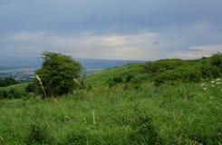 Pentes de montagne et collines vertes Image libre de droits