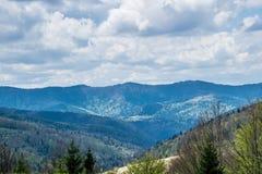 Pentes des montagnes carpathiennes photo stock