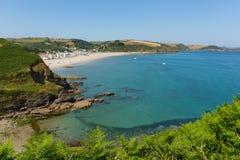 Pentewan strand Cornwall England med härlig blå himmel och havet Royaltyfria Foton