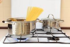 Pentola in cui per preparare gli spaghetti Fotografia Stock