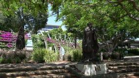 Pentola dalla statua di Confucio sui parchi del sud della Banca a Brisbane video d archivio