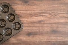 Pentola del ferro sulla tavola, vuota fotografie stock