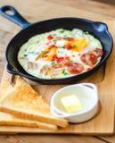 Pentola dell'uovo della prima colazione fotografia stock