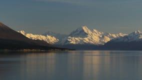 Pentola di mattina del cuoco di mt e del lago Pukaki stock footage